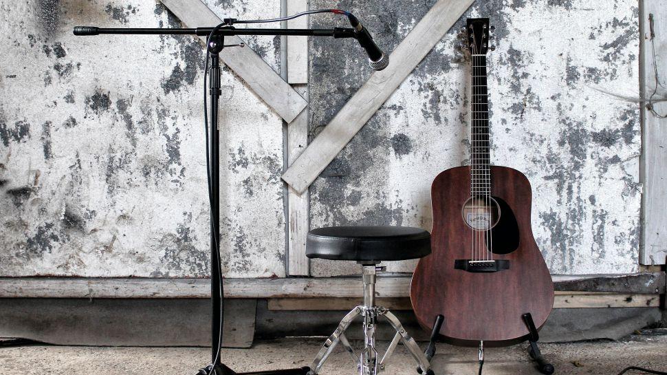 Photo of 10 Adımda Gitar Çalarken Şarkı Söyleme Rehberi