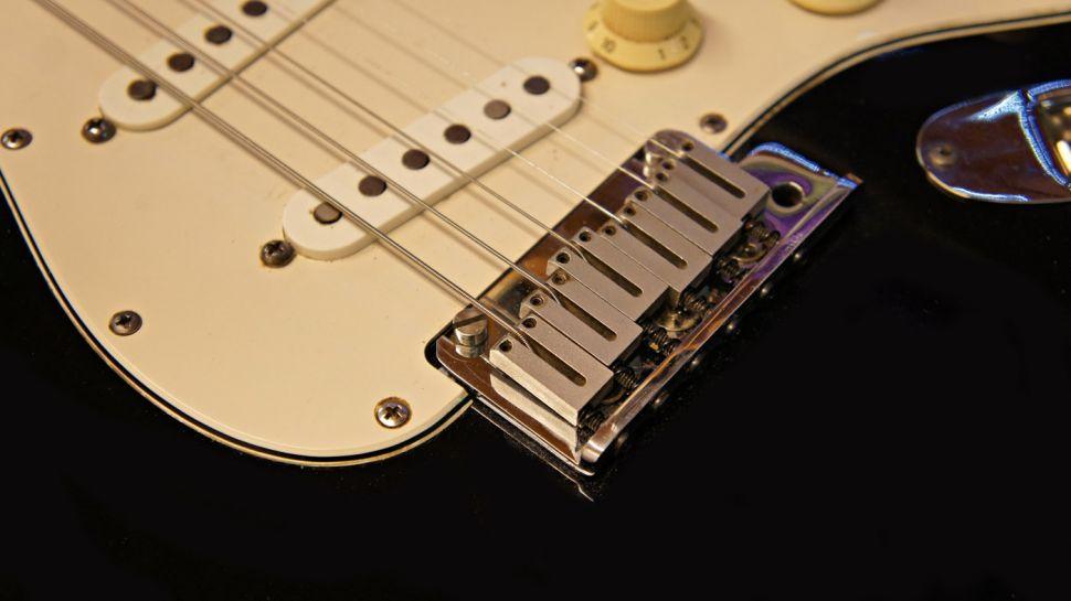 Strat Bir Gitarın Tremolo Kolunu Nasıl İptal Ederiz. 6