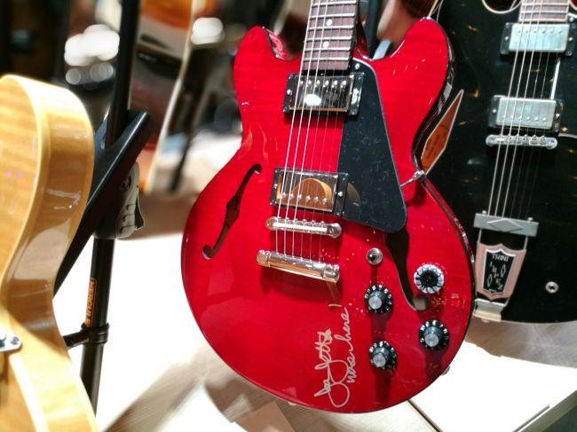 Joan Jett ES-339 (signed) - Wine Red