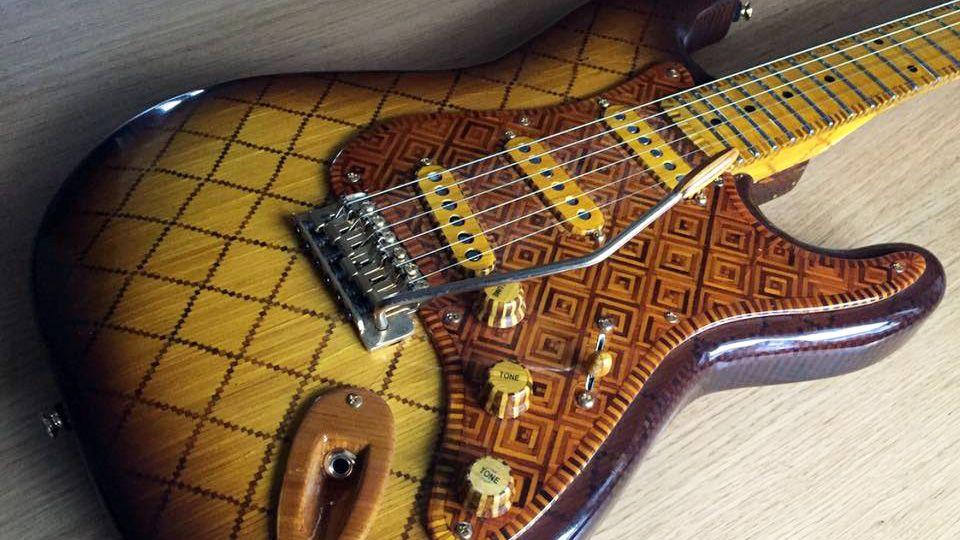Photo of Tamamen Kibrit Çöpünden Yapılmış Elektro Gitar
