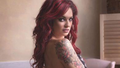 Photo of Slipknot Solisti Corey Taylor'ın Karısı Sütyenli Poz Verdi
